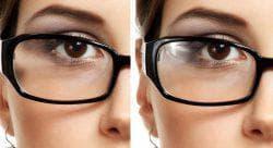 человек носит очки со специальными линзами
