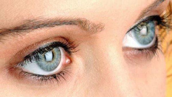 При повороте головы искры из глаз сбоку. Блестящие искры перед глазами: причины появления и лечение. Вспышки в глазах: причины возникновения