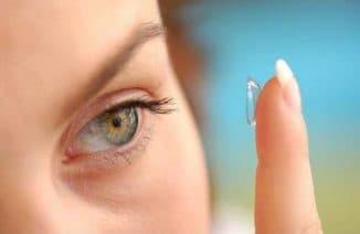 ношение контактных глаз