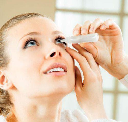 закапывание глаз увлажняющим раствором