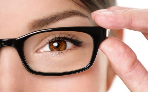 очки самый распространённый вариант в случае близорукости и дальнозоркости