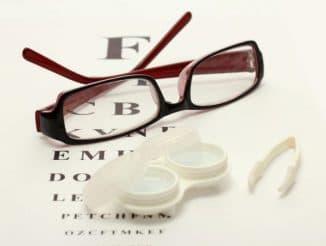 что лучше при астигматизме очки или линзы