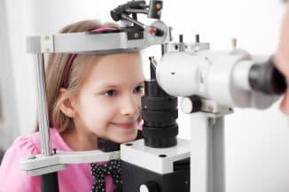 ребёнок у афтольмолога